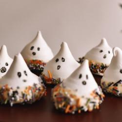 Halloween Baking Box - Cute Ghost Meringue Kisses